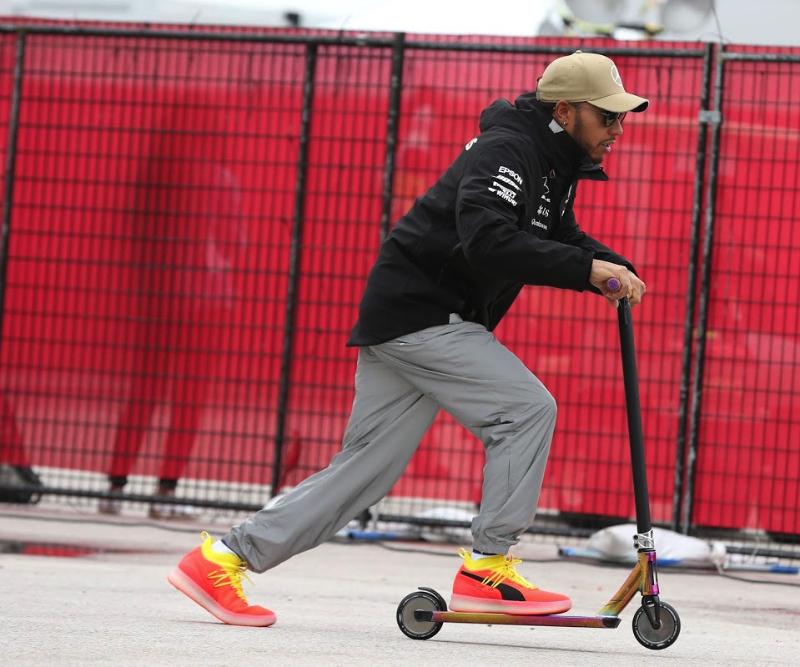 Hamilton sends Rossi a message after Jerez Superbike test